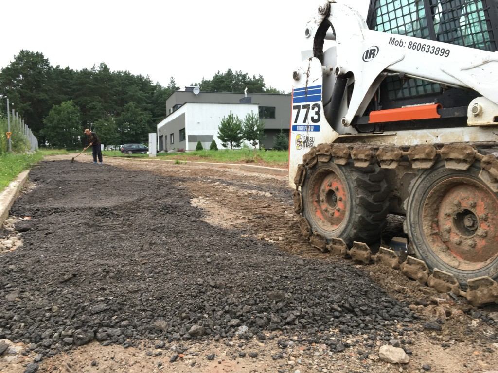 smulkinto-asfalto-tiesimas